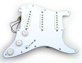 Loaded Pickguard Fender Stratocaster American Standard électronique active Clapton