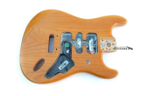 Corps Fender Stratocaster American Deluxe Butterscotch Ambre