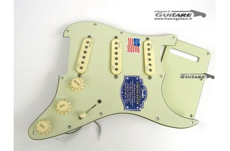 Loaded Pickguard Stratocaster American Deluxe Noiseless N3