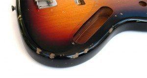 réparer vernis guitare Fender