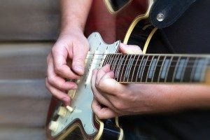 réglage action et harmoniques guitare